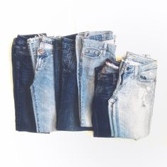 Lot of 6️⃣ AE Jeans! Reposhing EUC American Eagle jeans. Light and dark wash. Older versions of AEO jeans so they don't have the same kind of stretch as their jeans now, which was why they didn't fit me like I thought. All 4 Longs, except two capris are 4 Reg. I wish these fit me, perfect basic dark and light wash jeans to own for whenever!  Measurements: Rise of about 7/8in (low rise) Inseam (except capris): 31-33in Waist: 28-30in  Price for ALL. (On Ⓜ️erc for same price w/ free ship - same…