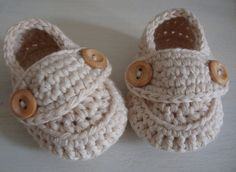 Patucos ganchillo tamaño mocasines crema 0/3 meses listos para enviar con caja de regalo