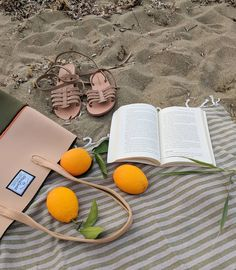 Beach essentials by @alasia.lifestyle Sandals @alasia.lifestyle Neoprene beach bag @thismustbe_neolove