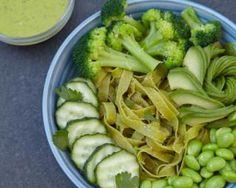 Tagliatelles bowl aux épinards et légumes verts : http://www.fourchette-et-bikini.fr/recettes/recettes-minceur/tagliatelles-bowl-aux-epinards-et-legumes-verts.html