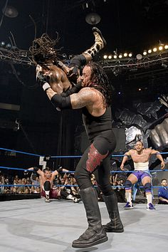 Photo Gallery of the Undertaker: Undertaker's Choke Slam