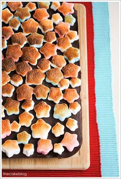 Star-shaped marshmallows in red, white and blue create a patriotic s& bar, perfect for your Memorial Day BBQ& or of July celebrations! Patriotic Desserts, Blue Desserts, Just Desserts, Holiday Treats, Holiday Recipes, Summer Treats, Holiday Desserts, 4th Of July Celebration, Fourth Of July