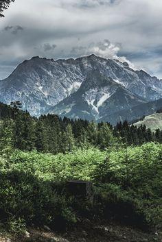 Unterwegs im Salzburger Land // Hochkönig und Asitz auf VANILLAHOLICA.com . Salzburg und vor allem das Salzburger Land ist geprägt von Bergen, Seen, Bächen und unfassbar schöner Natur. Hier lässt es sich perfekt wandern, klettern und die atemberaubenden Ausblicke von den Bergen genießen. In Bezug auf Nachhaltigkeit werden viele Öko Hotels hier empfohlen, eines davon stelle ich heute am Blog vor. Ganz gleich ob für einen Tagestrip, Ausflug, oder für ein Wochenende in diesem Teil...