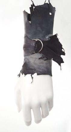 Surviving; Collection ROBIN HOOD; design Parkwolf Juwelen; Maria van Aar