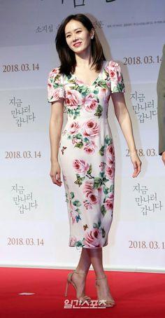 Korean Celebrities, Celebs, Diy Fashion Hacks, Column Dress, Korean Dress, Korean Actresses, Stunning Dresses, Korean Women, Beautiful Black Women