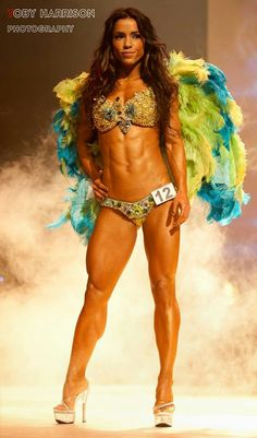 Female Form #StrongIsBeautiful #Motivation #WomenLift2 Andreia Brazier