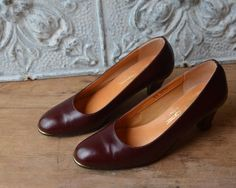 Etienne Aigner Italian Made Oxblood Stiletto Shoe Size 7 Narrow Leather High Heels, White Leather, Karen Campbell, Vintage Pink, Vintage Items, Etienne Aigner, Pink Handbags, Stiletto Shoes, Oxblood