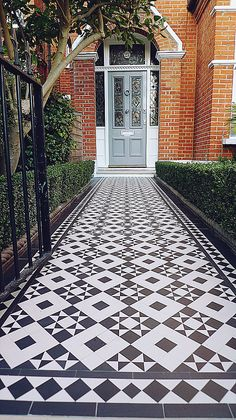 black and white victorian reproduction mosaic tile path battersea York stone rope edge buxus london front garden Victorian Front Garden, Victorian Front Doors, Victorian Terrace House, Edwardian House, Edwardian Hallway, Victorian Mosaic Tile, Victorian Flooring, Front Path, Front Garden Ideas Driveway