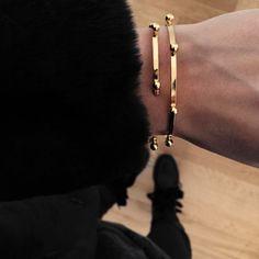 Bracelet jonc ELVAS fabriqué à la main à Paris puis plaqué 3 micron à l'or fin 24 carats.