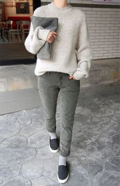#beauty #style #fashion #woman #clothes #outfit #wearable #casual #look #winter #fall #autumn #cream #knitted #wool #sweater #gray #jeans