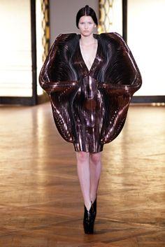 Sfilata Iris van Herpen Paris - Alta Moda Autunno-Inverno 2012-13 - Vogue
