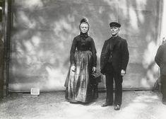 Echtpaar in Gelderse dracht uit Geesteren De opname is gemaakt in 1913 te Amsterdam, tijdens het Klederdrachtenfeest. Dit was onderdeel van de festiviteiten rond de 100-jarige onafhankelijkheid van Nederland (1813-1913). #Gelderland #Achterhoek #Saksen