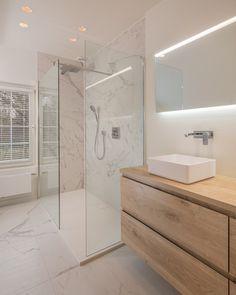 Emily Henderson bathroom trends 2019 modern bathroom with modern m… – Marble Bathroom Dreams Narrow Bathroom, Wood Bathroom, Bathroom Renos, Bathroom Renovations, Bathroom Design Luxury, Modern Bathroom Decor, Relaxing Bathroom, Bathroom Design Inspiration, Toilet Design
