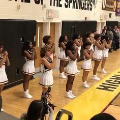 Cheerleading Chants, Cheerleading Senior Pictures, Cheer Team Pictures, Cheerleading Pyramids, Cheer Dance Routines, Cheer Moves, Cheer Formations, Black Cheerleaders, Alabama Football