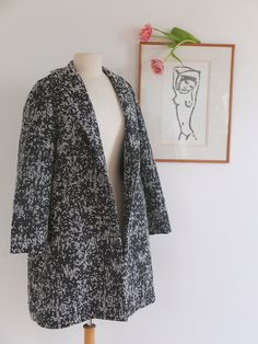 Delphine et Morissette: patron manteau Dress Making Patterns, Plus Size Maxi, Couture Sewing, Sewing Clothes, Dressmaking, Vintage Inspired, Sewing Patterns, Kimono Top, Clothes For Women