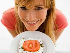 Carbohidratos para bajar de peso. Los carbohidratos son lo primero que tratamos de evitar para perder peso. Estudios muestran que consumir estos carbohidratos ayuda a bajar de peso.