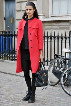 35dc405c8d7 It Brit street style we re learning SO much from Cool Street Fashion