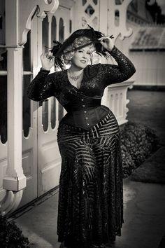 Afbeeldingsresultaat voor mae west in corset