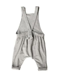 Gray Label Organic Salopette Gray Label unisex salopette in nearly black has a loose and relaxed fit, and is made from the softest GOTS certified organic cotton fleece. Toddler Boy Fashion, Fashion Kids, Fashion Dolls, Gray Label, Cotton Fleece, Kid Styles, Baby Sewing, Kind Mode, Kids Wear