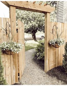 Backyard Projects, Outdoor Projects, Easy Projects, Garden Projects, Cerca Diy, Backyard Gates, Fenced In Backyard Ideas, Narrow Backyard Ideas, Outdoor Gates