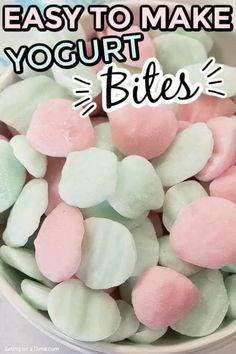 Learn how to makeeasy frozen yogurt bites for a tasty and healthy treat for the kids. Plus, you will save money too! Diy Snacks, Yummy Snacks, Yummy Food, Healthy Snack Options, Healthy Treats, Frozen Desserts, Easy Desserts, Healthy Desserts, Baby Food Recipes