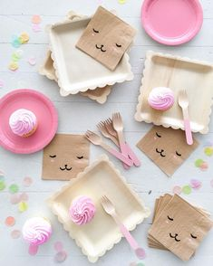 Sweetest party set-up with these new bear face napkins just added to the @ohhappydaypartyshop shop.ohhappyday.com by ohhappyday
