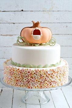 movita beaucoup | pumpkin carriage cake topper tutorial – free ebook | http://movitabeaucoup.com