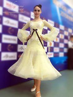 社交ダンスウェアNiniDance:D546ホースヘア裾とリボンのレモンイエローモダンドレス