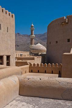 Alcazaba de Nizwa, Omán. Construido en 1650 por el sultán  Bin Saif Al Ya'rubi.