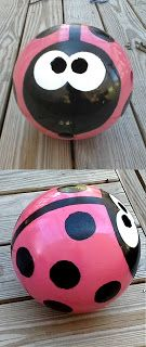 DIY Bowling Ball Lady Bug Tutorial [With Templates] This is sooo cute! I might do this with this random bowling ball I have. Bowling Ball Ladybug, Bowling Ball Crafts, Bowling Ball Garden, Bowling Ball Art, Bowling Pins, Garden Balls, Yard Art Crafts, Garden Crafts, Garden Projects