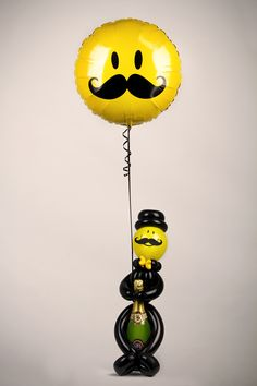 Learn how to make this adorable Bottle Guy! One of the many designs on Balloon Decor 2!