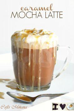 """Prepara en tu casa un delicioso """"Caramel Mocha Latte"""" fácilmente! además de una forma ligera.  #caramelmochalatte #KimberlySneed #CafésMiñana #café #coffee #caramelo #chocolate #natamontada  (anightowlblog.com/ Autor: Kimberly Sneed)"""