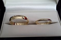 Trouwring-klassiek-geelgoud-met-lettertype-van-huwelijk-(0)