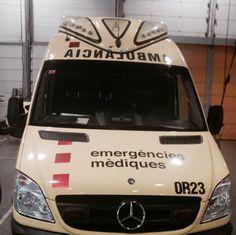 BUENAS NOCHES, BUENA GUARDIA #SEM  Subidos a nuestras unidades, como nos muestra @edutarraco continuamos con un nuevo turno.  Muy buenas noches y buena guardia a los que quedáis de #servicio cuidándonos. Goodnight, and good watch. Bonsoir et bonne garde  #SEM #SUMMA #Samur #Samu #ORCAS #ambulancias #TES http://www.ambulanciasyemergencias.co.vu/2015/07/SEM14.html