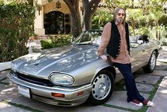 Tom petty jaguar XJS Who says romance is dead? Tom Petty, the silver-tongued charmer, asked his wife, back when they were first dating, what her favourite car was. He then ordered this champagne convertible Jaguar XJS and it was delivered to his house the next day. Contact neil@thisdayinmusic.com