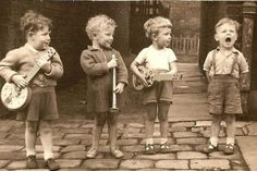 Always playing good Country Western, Gospel, Honky Tonk, and Rockabilly music from the past and present. Thanks for listening, I always enjoy positive commen. Vintage Children Photos, Vintage Pictures, Vintage Images, Funny Pictures, Rockabilly Music, Street Musician, Jolie Photo, Vintage Photographs, Beautiful Children
