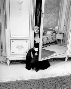 Kate Barry – not just a daughter of the English composer John Barry Jay and actress Jane Birkin but also a talented portrait photographer. Helena Bonham Carter, Helena Carter, Helen Bonham, Jane Birkin, Mrs Lovett, Kate Barry, Celebrity Portraits, Celebrity Photography, Catherine Deneuve