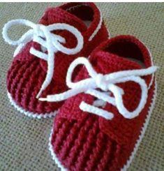 How to Crochet Cuffed Baby Booties - Crochet Ideas Crochet Baby Clothes, Crochet Baby Shoes, Love Crochet, Crochet For Kids, Knit Crochet, Crochet Converse, Modern Crochet, Booties Crochet, Baby Booties