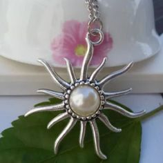 Beautiful Silver Pearly Sun Necklace Brand New Jewelry Necklaces