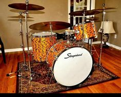 Yellow tiger pearl--a finish that screams Slingerland. Someday I need to own a kit in this color.