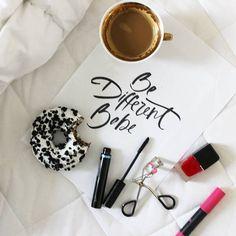 Dzień dobry ✌️mamy piątek 🤗  No to niech będzie fantastyczny ❤️  . . . . . . . . .   #morning #sunrise#breakfast #hello #hi #goodmorning #haveagoodday #goodvibesonly #wakeup #day #instamorning #sunshine #coffee #coffeetime #coffeelover#coffeelovers #quotes #quote #words #vsco#vscogood #makeup #makesmesmile #instadaily #instagood #flatlay #flatlayforever #minimalism #magazine #nothingsordinary