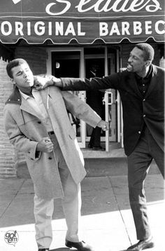 Bill Russell and Muhammad Ali Uploaded By www.1stand2ndtimearound.etsy.com