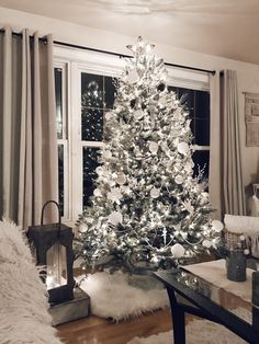 Are you looking for inspiration for christmas aesthetic?Navigate here for cool Christmas inspiration.May the season bring you joy. Noel Christmas, Christmas Ornaments, Christmas Meals, Christmas Cookies, Christmas Music, Christmas Activities, Christmas Style, Christmas Christmas, Elegant Christmas