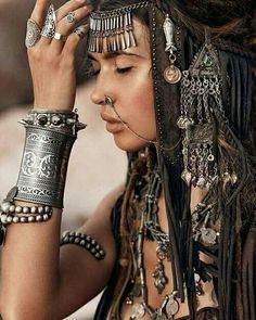 Super Long Gypsy Metal Cuff With Beautiful Design Silver Tone Gauntlet Boho Brac. - Super Long Gypsy Metal Cuff With Beautiful Design Silver Tone Gauntlet Boho Bracelet- Source by elinaephotos - Gypsy Look, Look Boho, Gypsy Style, Hippie Style, Bohemian Style, Bohemian Lifestyle, Boho Hippie, Boho Gypsy, Modern Hippie