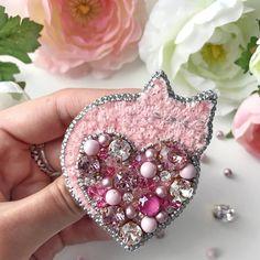 Автор @lady.brooch 〰〰〰〰〰〰〰〰〰〰〰〰〰〰 По всем вопросам обращайтесь к авторам изделий!!! #ручнаяработа #брошьизбисера #брошьручнойработы #вышивкабисером #мастер #бисер #handmade_prostor #handmadejewelry #brooch #beads #crystal #embroidery #swarovskicrystals #swarovski #купитьброшь #украшенияручнойработы #handmade #handemroidery #брошь #кольеручнойработы #кольеизбисера #браслеты #браслетручнойработы #сутажныеукрашения #сутаж #шибори #полимернаяглина #украшенияизполимернойглины