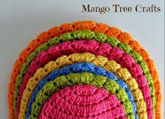In questa guida per principianti potrete imparare a realizzare qualsiasi tipo di cappello all'uncinetto in tutte le misure! Crochet Poncho Patterns, Baby Knitting Patterns, Halter Tops, Love Crochet, Crochet Baby, Crochet Sandals, I Love This Yarn, Tree Crafts, Crochet Beanie