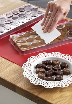 Ensure that all your guests get in the Holiday spirit with IKEA's Winter cooking & eating collection including festive serveware, napkins, placemats and more. Chocolate Treats, Chocolate Molds, Chocolate Recipes, Ikea Christmas, Christmas Goodies, Christmas Things, Christmas Holiday, Xmas, Make Your Own Chocolate