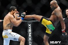 Anderson Silva knocks out Vitor Belfort