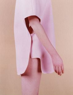 "shoulderblades: "" amie hubertz by dana menussi for madison, 1999 fashion photography now "" Fashion Details, Look Fashion, Fashion Art, High Fashion, 1999 Fashion, Style Minimaliste, Fashion Designer, Textiles, Pattern Cutting"