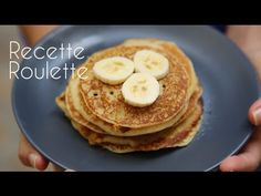 Pancakes à la banane ! - YouTube Oui, Breakfast, Biscuits, Recipes, Sweet Recipes, Cooker Recipes, Vegetarian Desserts, Brunch Ideas, Morning Coffee
